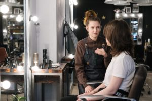 5 Tips to Choose the Right Salon Uniforms for Your Staff